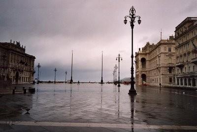 Vista de la Piazza dell´Unità d´Italia hacia el mar (imagen procedente de angelessobreberlin.blogspot.com)